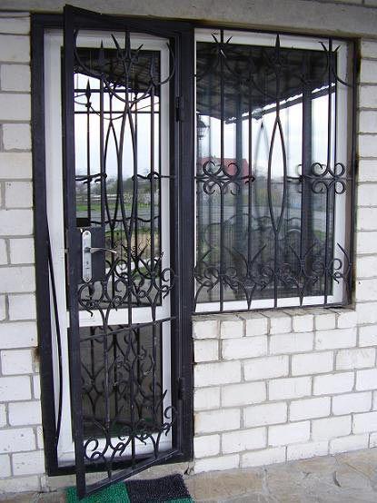 защита на входные двери решетки