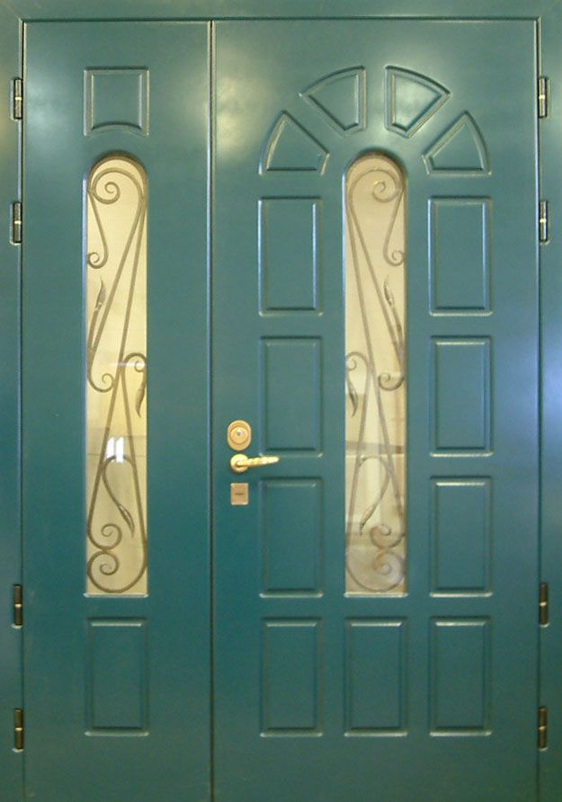 двухстворчатые металлические двери с окном